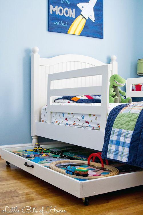 sob a cama brinquedos